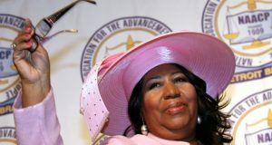 Aretha Franklin acknowledges applause while receiving a lifetime achievement award during the NAACP 54th Annual Fight for Freedom Fund Dinner in Detroit in 2009. Franklin died in August without a will, the latest example of a celebrity who leaves behind a legacy with the potential for long, drawn-out legal battles over rights to a multimillion dollar fortune. (Gary Malerba/Bloomberg News)