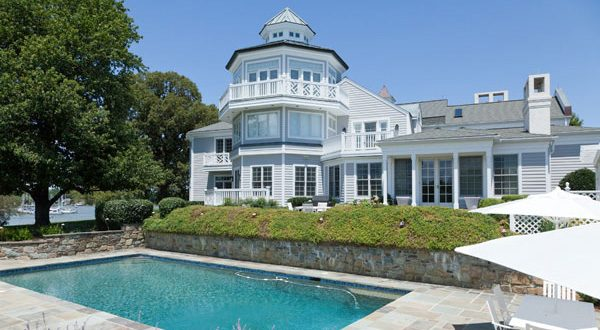 (Photo courtesy of DeCaro Luxury Real Estate Auctions)