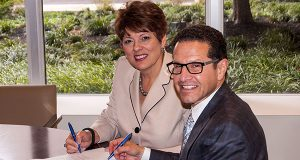 From left to right: Leslie Simmons, R.N., F.A.C.H.E., president and chief executive officer of Carroll Hospital Center, and Neil Meltzer, president and chief executive officer of LifeBridge Health, sign a letter of intent to partner.