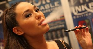 By Michael Dorausch (Flickr: Electronic Cigarette Smoking) [CC-BY-SA-2.0 (http://creativecommons.org/licenses/by-sa/2.0)], via Wikimedia Commons