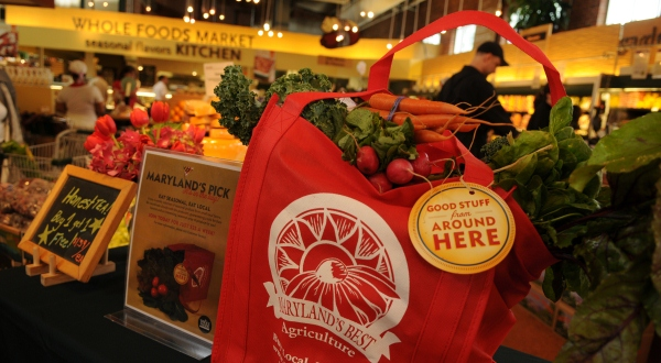 Whole Foods bets on economically depressed Chicago community