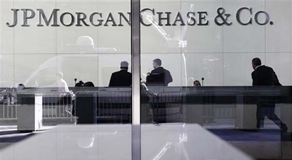 Banks expect more branch closures