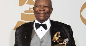 "In this Feb. 8, 2009, file photo, B.B. King poses backstage with his award for Best Traditional Blues Album for ""One Kind Favor"" at the 51st Annual Grammy Awards in Los Angeles. A funeral director says he's prepared for lines around the block for a public viewing of blues legend King on Friday, May 22, 2015, in Las Vegas. A procession on the following Wednesday will mark King's return to Beale Street in Memphis, Tenn., before a final road trip to Indianola, Miss., and burial May 29. (AP Photo/Matt Sayles, File)"