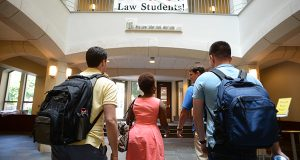 First-year students arrive at the University of Maryland Francis King Carey School of Law on the first day of classes in August 2013. This year's incoming class is expected to be around 200 students. (Maximilian Franz/The Daily Record)