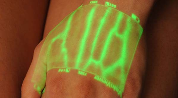 A vein viewer in action (Photo from the Howard Hospital Foundation).