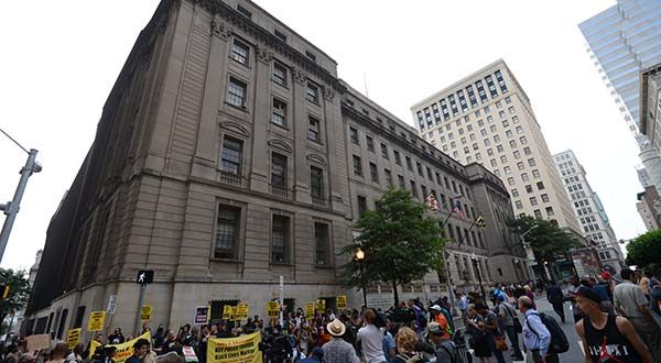Protesters gather on Wednesday outside of the Baltimore City Circuit Courthouse. (The Daily Record / Maximilian Franz)