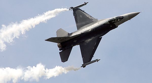 A US Air Force Lockheed Martin F-16C performs its demonstration flight at the 47th Paris Air Show in Le Bourget, north of Paris, in this June 22, 2007 file photo. (AP Photo/Remy de la Mauviniere, file)