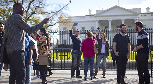 Visitors take photos on the sidewalk in front of the White House in Washington in 2015. (AP Photo/Pablo Martinez Monsivais)