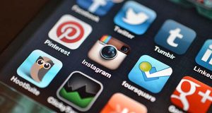 "(Flickr / Jason Howie / ""Instagram and other Social Media Apps"" / CC BY 2.0 / cropped and resized"")"
