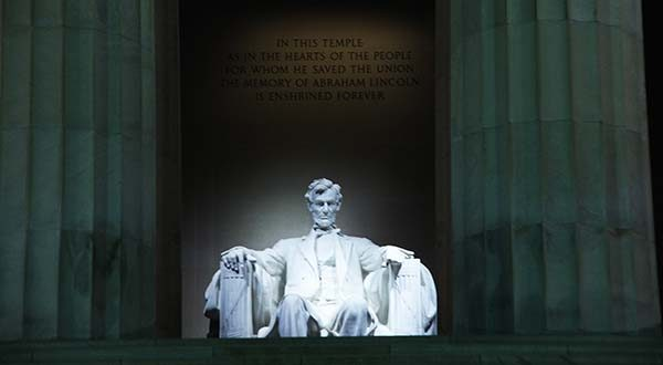 "The Lincoln Memorial in 2011. (Flickr / Tim Evanson / ""Lincoln Memorial - entrance - statue - 2011"" / CC BY-SA 2.0/ cropped and resized)"