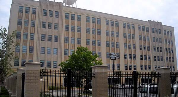 """The old Woodward & Lothrop Service Warehouse in Washington houses the U.S. Equal Employment Opportunity Commission (EEOC) Headquarters and Washington Field Office (WFO). (Wikimedia Commons / AgnosticPreachersKid / """"Woodward_and_Lothrop_Service_Warehouse"""" / CC BY-SA 3.0 / cropped and resized)"""