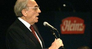Nelson Peltz of Trian Group, Heinz's second-largest investor, addresses shareholders during the annual meeting in Pittsburgh on Wednesday, Aug. 16, 2006. (AP Photo/Keith Srakocic)