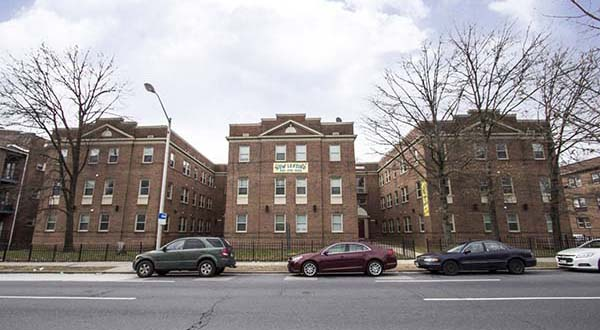 This 45 unit apartment building for sale has a scenic view for Parkside manor