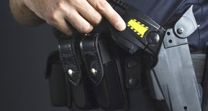 Police officer and stun gun (Thinkstock)