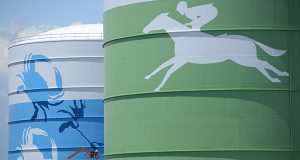 A painter outlined the shape of a crab on a South Baltimore water tower. Commissioned by BGE, these murals were part of the power company's 200th anniversary celebration last year. (Maxmilian Franz/The Daily Record)