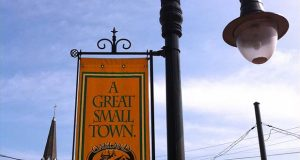 "(Flickr / Ron Cogswell / """"A Great Small Town."" Oakland (MD) August 2011"" https://flic.kr/p/agwVtj / CC BY 2.0 https://creativecommons.org/licenses/by/2.0/ cropped and resized)"