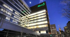 Mercy Hospital's Bunting Center Building. (Maximilian Franz/ The Daily Record)