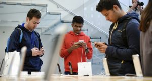 Customers view the Apple Inc. iPhone X smartphone during the sales launch at a store in San Francisco, California, U.S., on Friday, Nov. 3, 2017. Photographer: Michael Short/Bloomberg