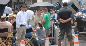 """Renee Zellweger taking a break with some crew members on the set of """"My One and Only"""" near the corner of Park Ave and Saratoga Streets on 7-1-08. MF-D"""