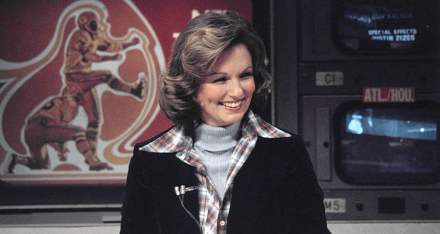 """FILE - In this Nov. 28, 1976 file photo, CBS sportscaster Phyllis George is seen in New York. Phyllis George, the former Miss America who became a female sportscasting pioneer on CBS's """"The NFL Today"""" and served as the first lady of Kentucky, has died. She was 70. A family spokeswoman said George died Thursday, May 14, 2020, at a Lexington hospital after a long fight with a blood disorder.(AP Photo/Suzanne Vlamis, File)"""